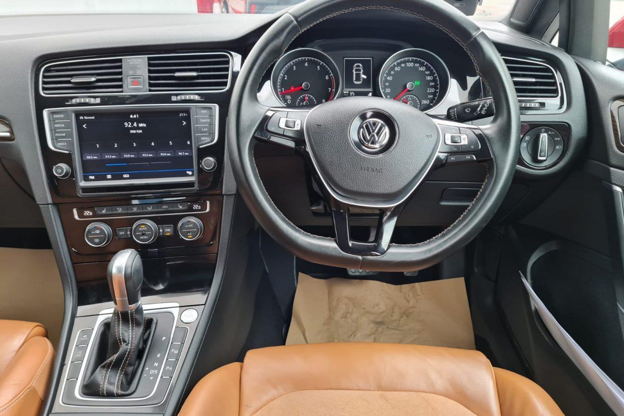Volkswagen Golf Interior -1